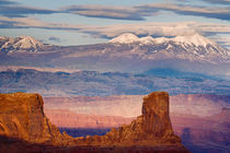 USA, Utah. Scenic of La Sal Mountains from Dead Horse Point State Park von Danita Delimont