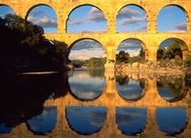 Pont du Gard, Gardon River, Gard, Languedoc, France Roman aqueduct von Danita Delimont