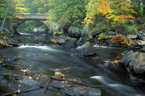 The bridge at Packers Falls on the Lamprey River.  Durham, NH von Danita Delimont