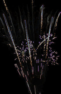 Firework-explodes-glowing-edges