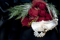 Bracelet-of-pearls-and-red-roses