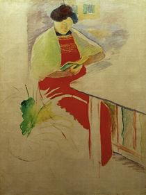A.Macke, Frau mit roter Schuerze a.Balkon von AKG  Images