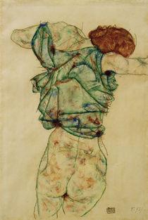 Egon Schiele, Sich entkleidende Frau von AKG  Images