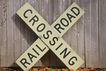 railroad crossing von ushkaphotography