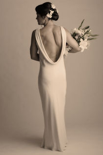 Rear view of a bride holding a bouquet of flowers von Panoramic Images