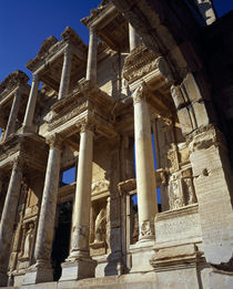 Low angle view of the ruins of a library, Celsus Library, Ephesus, Turkey von Panoramic Images