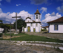 Crucifix in front of a church, Diamantina, Minas Gerais, Brazil von Panoramic Images