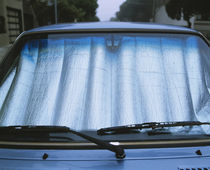 Close-up of a sun reflector behind the windshield of a car, California, USA von Panoramic Images