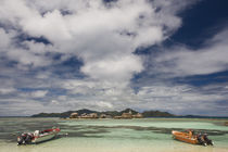 Fishing boats on the coast with buildings in the background von Panoramic Images