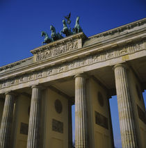 Low angle view of a memorial gate, Brandenburg Gate, Berlin, Germany von Panoramic Images