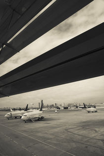 Airplanes on a runway, Jorge Newbery Airport, Buenos Aires, Argentina von Panoramic Images