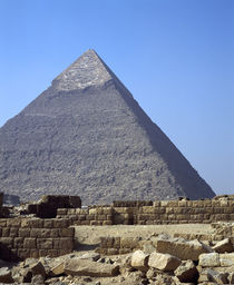 Ruins of a building in front of a pyramid, Great Pyramid, Giza, Egypt von Panoramic Images