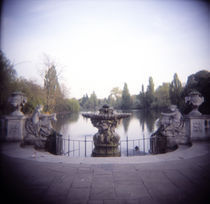Reflecting pool in a park, Hyde Park, City Of Westminster, London, England von Panoramic Images