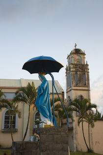 Statue of Virgin Mary with parasol in front of a church von Panoramic Images