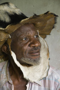 Close-up of a shaman, Bwindi Impenetrable National Park, Uganda von Panoramic Images