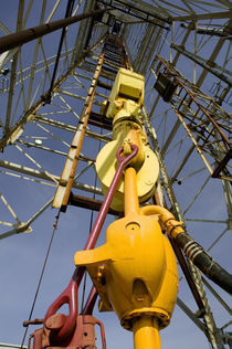 Low angle view of a drilling rig von Panoramic Images
