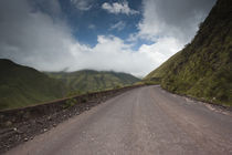 Road passing through mountains von Panoramic Images
