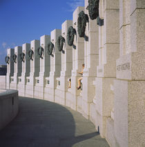 Columns at a war memorial, National World War II Memorial, Washington DC, USA von Panoramic Images