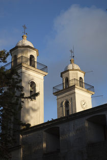 Low angle view of a church, Iglesia Matriz, Colonia Del Sacramento, Uruguay von Panoramic Images