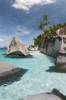 Rock formations on the coast, Pulau Dayang Beach, Malaysia von Panoramic Images