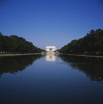 Reflection of building in water, Lincoln Memorial, Washington DC, USA von Panoramic Images