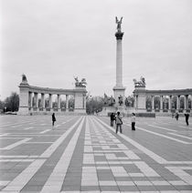 Tourists at a town square, Hero's Square, Budapest, Hungary von Panoramic Images