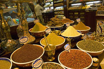 Assorted spices at a market stall, Istanbul, Turkey von Panoramic Images