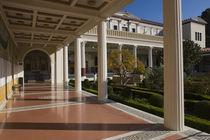 Garden near the corridor of an art museum von Panoramic Images