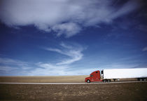 Truck on the road, Interstate 80, Albany County, Wyoming, USA von Panoramic Images