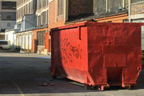 orange garbage bin von ushkaphotography
