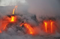 Steam rising off lava flowing into ocean, Kilauea Volcano, Hawaii Islands, United States von Sami Sarkis Photography