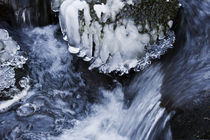 Icicles-in-river