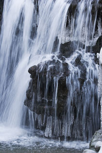 Frozen-waterfall-2