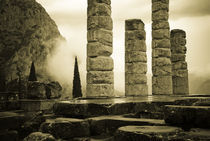 Mist shrouded Delphi by Erik Schmitt