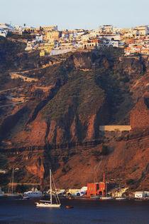Red Cliffs, Santorini von Melissa Salter