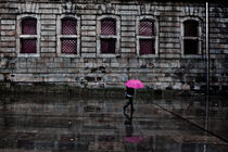 The pink umbrella von Jorge Maia