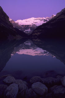 Dawn at Lake Louise von Wolfgang Kaehler