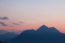 Panorama-of-mountains-in-the-alps-at-sunset-11