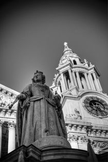 London, St. Paul's Cathedral, Queen Anne Statue (not Queen Victoria) by Alan Copson