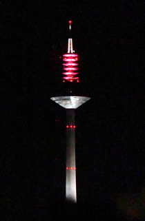 Frankfurter Fernsehturm bei Nacht by Hans-Peter Scherbaum