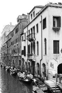 Gondeln in Venedig by Nina Thilo