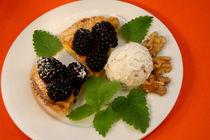 Walnuss-Brombeer-Tarte mit Honig-Walnuss-Eis by lizcollet