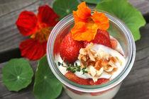 Mandelcreme Bavaroise mit Erdbeeren und Krokant by lizcollet