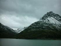 Stausee in Mitten von Bergen von mondschwester