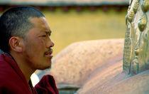 Mönch im Jokhang  von k-h.foerster _______                            port fO= lio