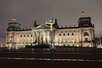 Reichstag Front bei Nacht von rotschwarzdesign
