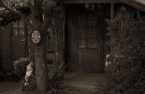 Gartenzwerg vor Gartenhaus von Michael Guntenhöner