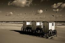 Umkleidewagen am Strand by Michael Guntenhöner