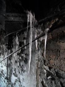 Eiszapfen im abgebrannten Haus von wachsma