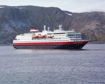 Hurtigrutenschiff MS Kong Harald  by oktopus4